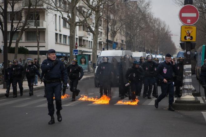 Plusieurs milliers d'étudiants et de lycéens ont défilé dans les rues de Paris de Place d'Italie aux Invalides. Certains manifestants ont ensuite organisé une manifestation sauvage qui s'est soldé par une quinzaine d'interpellations.