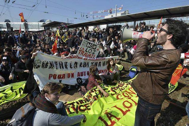 video.loi-travail.affrontements-devant-la-mairie-rennes_3